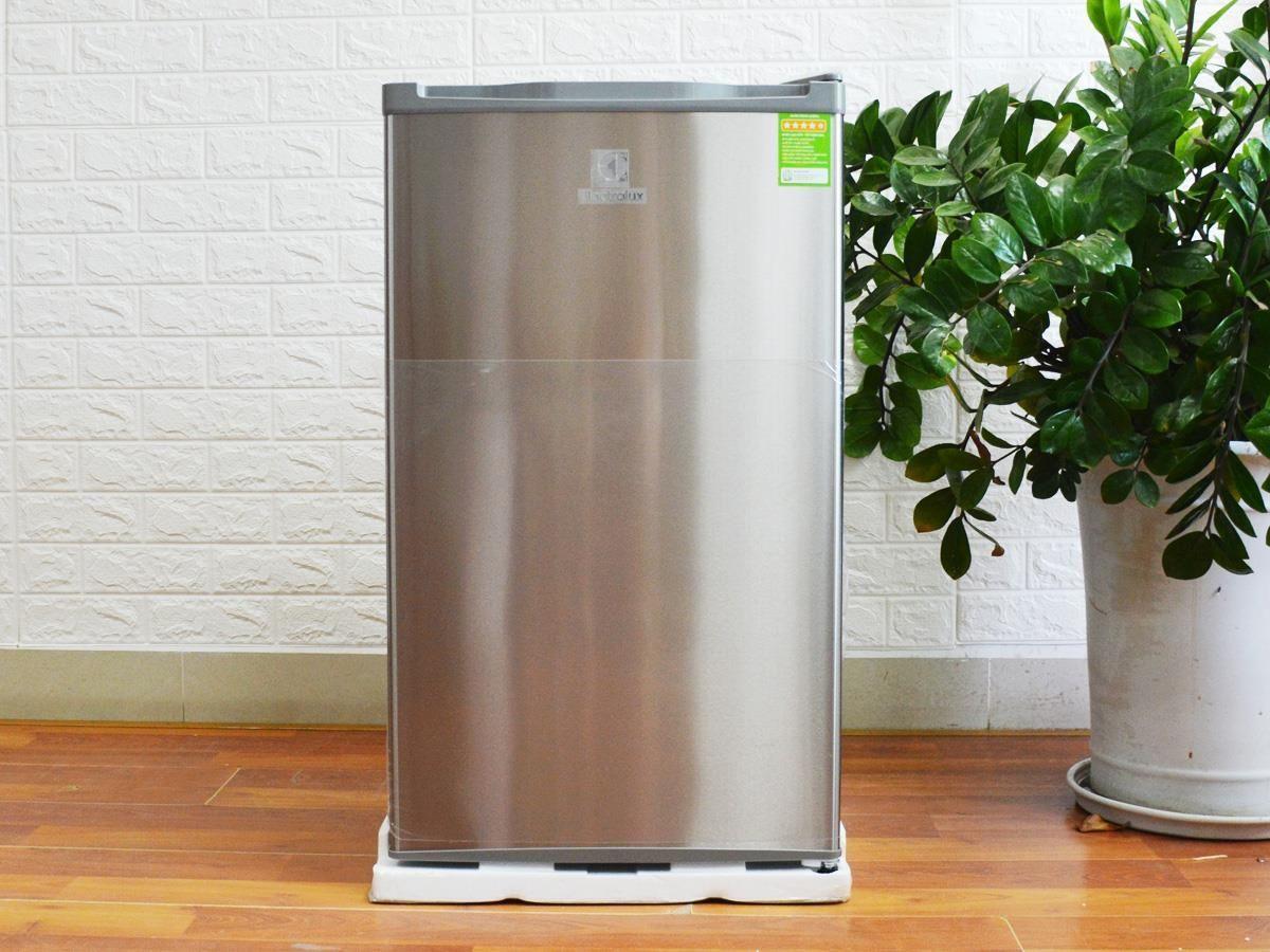 Tủ lạnh mini Electrolux EUM0900SA 90L